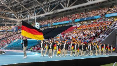 Ein besonders emotionaler Moment: Die Deutsche Berufe-Nationalmannschaft betritt bei der Eröffnung der 45. WM der Berufe vor zehntausenden Besuchern die Kazan Arena. Fotohinweis: WorldSkills Germany / Frank Erpinar