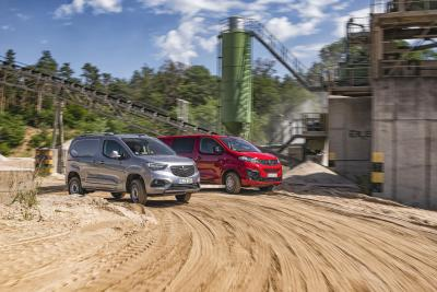 Off-Roaders: Opel Combo Cargo and Opel Vivaro with All-Wheel Drive