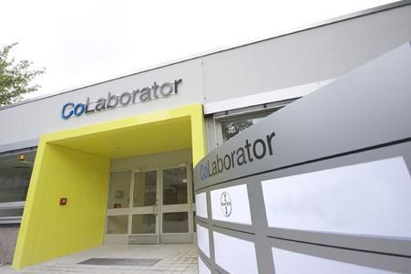 Eingangsbereich des neuen CoLaborator Gebäudes auf dem Gelände von Bayer HealthCare in Berlin
