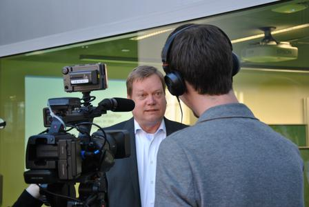 Frank Gillert, Professor für Logistikmanagement / Logistikcontrolling Forschungsgruppe Sichere Objektidentität an der TH Wildau im Fokus der Öffentlichkeit