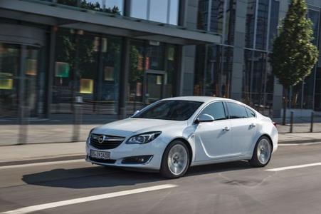 Weißer Riese: Der Opel Insignia 1.4 LPG ecoFLEX verbraucht in der Stufenheckversion 7,6 Liter Autogas pro 100 Kilometer und schafft im bivalenten Betrieb eine Reichweite von 1.700 Kilometern