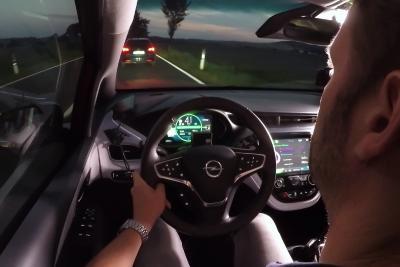 Kilometer um Kilometer: Der Opel Ampera-e spulte auf der auto mobil-Langstreckenfahrt bei gemütlicher Reisegeschwindigkeit über Land mehr als 750 Kilometer mit nur einer Batterieladung ab