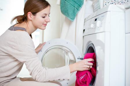 Mit der richtigen Waschmaschine bares Geld sparen © Fotolia lightpoet
