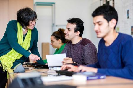 Zur Nachahmung empfohlen: Wegen ihrer Kurs- und Begleitungsangebote für Geflüchtete gilt die Hochschule Osnab-rück als ein Vorbild für andere europäische Hochschulen / Foto: Hochschule Osnabrück