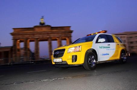 """Emmissionsfrei unterwegs: Die zweimillionste Meile (3,22 Millionen Kilometer) der weltweiten Brennstoffzellen-Testflotte von GM wurde jetzt von einem Opel HydroGen4 zurückgelegt. Das Auto befindet sich seit 2009 im Testbetrieb als """"Gelber Engel"""" für den ADAC, Europas größten Automobilclub und Pannenhelfer"""