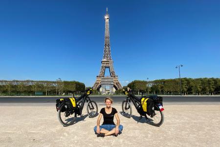 Sabine Brüsch mit E-Bike in Paris | PROTECTONAUT Presseinfo