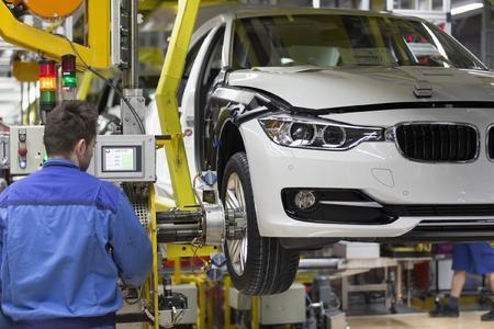 Als Hauptgründe für den Boom am Arbeitsmarkt gelten in Ostbayern unter anderem die gezielten Investitionen zum Beispiel in die Automobilindustrie. Das BMW-Werk in Regensburg hat sich zu einem der wichtigsten industriellen Leuchttürme ganz Ostbayerns entwickelt und soll in Zukunft weiter wachsen. Foto: obx-news