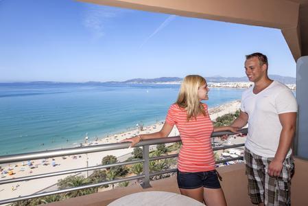 Das Hotel Pil-Lari Playa direkt an der Playa de Palma im Süden Mallorcas ist das neunte allsun hotel auf der Insel. allsun hotels gehören zur alltours Unternehmensgruppe / Foto: allsun 2