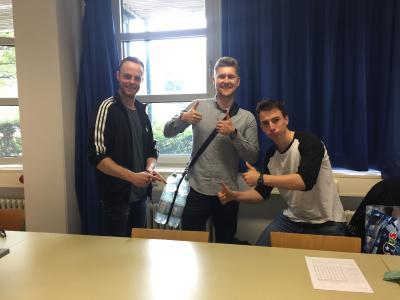 Studierenden-Gruppe mit Alexander Schulz, Maurice Dauphin und Max Litmeyer im integralen GQ2-Praktikum zur Erlangung des DGQ-Scheins, Foto: Wang, Wen-Huan