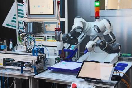 """Ein Lernsystem: Roboter zum """"Anfassen"""""""