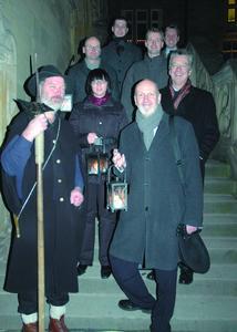 Der Nachtwächter führte die Mentoren und Mentees der Fördergesellschaft bei einem ersten gemeinsamen Treffen vom Osnabrücker Rathaus zu den neuen Räumen der FH in der Vitischanze