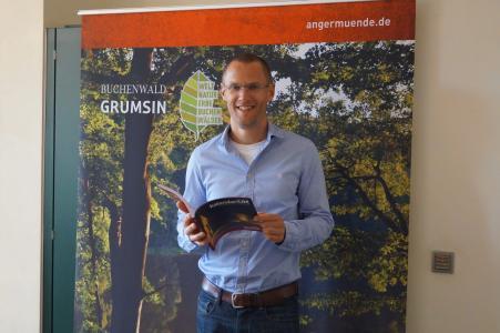 Frederik Bewer, Bürgermeister der Stadt Angermünde, hat in diesem Jahr das Grusswort geschrieben, Foto: ICU GmbH