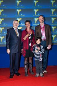Ingrid Niedrich ( Direktorin von Tourismus Flandern-Brüssel), Frank Grafenstein (Inhaber von Grafenstein Freizeit- und Tourismuswerbung), der kleine Nicolas sowie Wolfgang Jo Huschert (Moderator und Veranstalter)