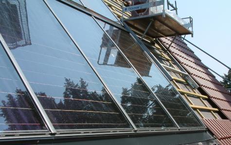 Solaranlagen können auch nachträglich in bestehende Dachflächen integriert werden