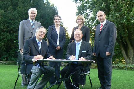 """Unterzeichnung Kooperationsvertrag für das """"MIBS"""" Programm im Schlosshotel Lerbach"""