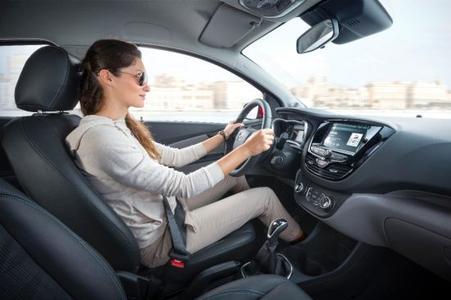 Alles im Griff: Der Fahrerplatz ist ergonomisch vorbildlich gestaltet, © GM Company