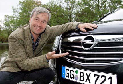 Umweltverträgliches Autofahren, innovative Technik und ausdruckstarkes Design sind für Grimme-Preisträger Thomas Darchinger wichtig. Deshalb hat er sich für einen Opel Insignia Sports Tourer 2.0 CDTI entschieden