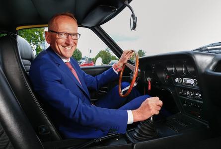Vorfreude: Dr. Karl-Thomas Neumann startet erstmals mit seinem eigenen Opel GT 1900 bei einer großen Klassik-Rallye