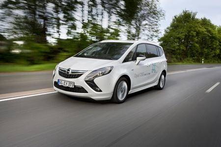 Der umweltfreundlichste Van 2015: Der Opel Zafira Tourer gewinnt wie bereits im vergangenen Jahr seine Klasse mit dem abgasarmen und höchst wirtschaftlichen Motor 1.6 CNG Turbo ecoFlex unter der Haube. Foto: Adam Opel AG