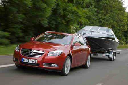 Opel Insignia plus Anhänger: das perfekte Urlaubsgespann: Eine perfekte Kombination: Der Opel Insignia Sports Tourer ist dank Anhänger- Stabilitätsprogramm besonders gut als Zugfahrzeug geeignet