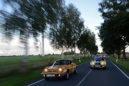 Formationsflug: Zwei Opel GT auf dem Weg zum Etappenziel des ersten Tages © GM Company