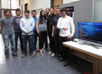 Ein Semester lang haben die Studierenden mit dem  Schweizer Unternehmen Zattoo zusammengearbeitet. Herausgekommen ist eine  Software, mit deren Hilfe Internet-TV auf einem Fernsehgerät abrufbar  ist