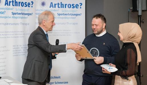 MedTec-Geschäftsführer Axel Muntermann mit Ilker Hasa
