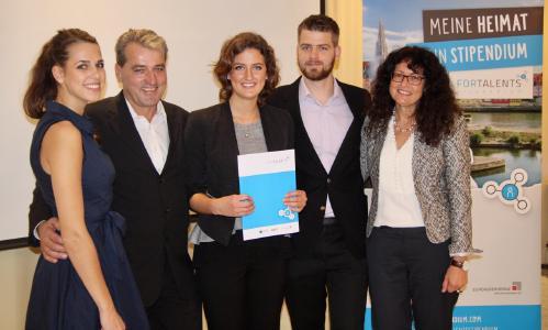 Erfolgreiche Premiere für ein in Bayern einzigartiges Experiment: Zum ersten Mal haben führende Mittelstandsunternehmen aus Regensburg in diesem Jahr ein eigenes Stipendium für Nachwuchs-Führungskräfte / Foto: Eckert Schulen