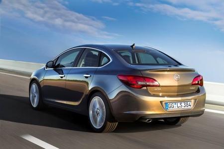 Sportlich-elegante Limousine komplettiert Opel Astra-Familie