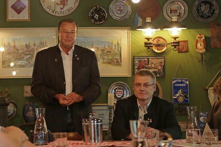 Brauereibesitzer Karl-Heinz Pritzl (li) und Braumeister Otto Resch (re) erklärten wie sie auf die Idee zum Whisky kamen