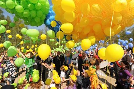 2011 Luftballons gaben den Startschuss für die feierliche Eröffnung der Landesgartenschau