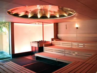 """For some time now, the """"Fildorado"""" has been very successfully offering a sound bowl ceremony in its so-called meditation sauna. The newly designed interior with the domed copper roof now also includes this theme in its design / Photo: KLAFS GmbH & Co. KG"""