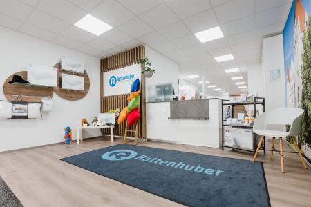 OBV storedesign hat das Interieur des Sanitätshauses Rattenhuber in Ingolstadt saniert. (Eingangsbereich)