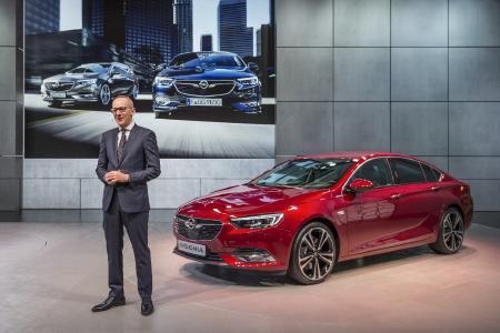 Genfer Automobilsalon 2017: Weltpremiere: Opel-Chef Dr. Karl-Thomas Neumann enthüllt den komplett neuen Insignia Grand Sport