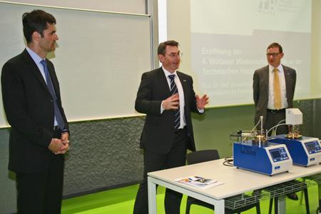 Gerätespende aus der Industrie für die akademische Lehre und Forschung im Fachgebiet Materialtechnik und Materialanalytik