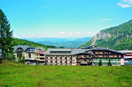 alltours bietet im Sommer Hotels mit attraktiven Wanderangeboten in den Alpen an. Zum Beispiel das 4-Sterne-Hotel Gartnerkofel in Kärnten