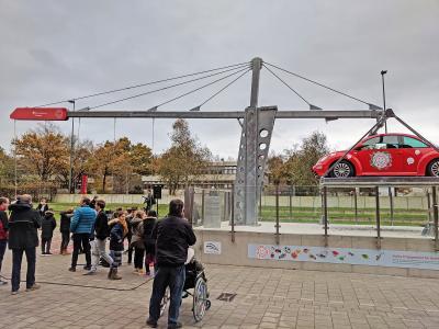 """Das neue Exponat der """"Riesenhebel"""" auf dem Vorplatz des Universum Bremen wurde heute eingeweiht (M.Rospek, copyright : Die Sparkasse Bremen)"""