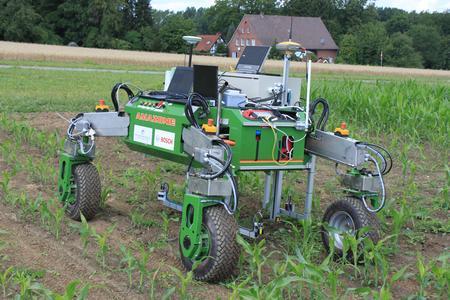 Da steckt viel Zukunftsmusik: BoniRob, der autonome Feldroboter, soll die Arbeit der Pflanzenzüchter erleichtern