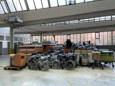 Rollstühle, Krankenbetten und Gehhilfen wurden in dem alten Fabrikgebäude von ELECTROSTSR/starmix gelagert / Bild: DRK Kreisverband Esslingen