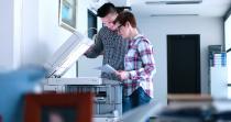 Innenraum: Elektrostatisch geladene Laserdruckeremissionen als potentielle Vektoren von COVID-19