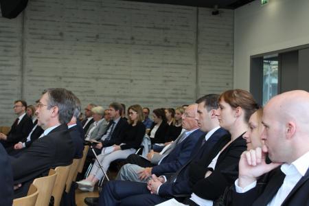 Auf dem Caprivi-Campus der Hochschule Osnabrück hörten die Gäste aufmerksam bei der Debatte über Chancen und Risiken eines digitalisierten Besteuerungsverfahrens zu