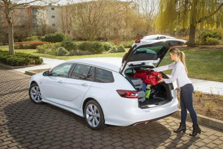 Happy Holidays: Travel Safe and Sound with Opel Cars and Vans