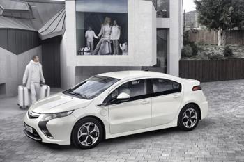 Die Serienversion des revolutionären Opel Ampera hat auf dem Genfer Automobilsalon (3. bis 13. März) Weltpremiere. Das erste voll alltagstaugliche Elektroauto kommt noch vor  Jahresende auf den Markt