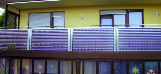 Damit die solarthermische Anlage auch im Winter und insbesondere in Schneegebieten gleichbleibend hohe solare Erträge erbringt, empfehlen sich leistungsstarke Voll- Vakuumröhrenkollektoren, die sich statt auf dem Dach zum Beispiel am Balkongeländer montieren lassen