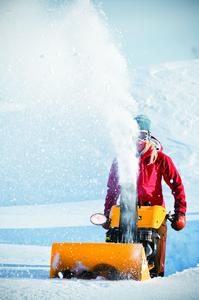 Auch wenn mal mehr Schnee liegt: Der geräumte Weg muss mindestens einen Meter breit sein (Foto: Stiga)