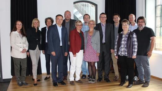 Sie freuten sich über ihre erfolgreichen Forschungsanträge: Die Wissenschaftlerinnen und Wissenschaftler der Hochschule Osnabrück kamen in der Caprivi-Lounge zusammen