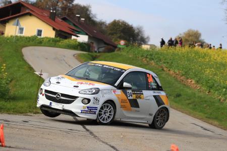 Vize-Meister: Jacob Lund Madsen und Co-Pilot Line Lykke Jensen fuhren am Wochenende ihren fünften Saisonsieg ein und erreichten damit Rang 2 der Gesamtwertung des ADAC Opel Rallye Cups