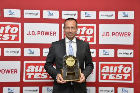 Opel ADAM bei J.D. Power auf Platz 1: Opel Deutschland-Chef Jürgen Keller bei der Preisverleihung in Berlin / Foto: Adam Opel AG