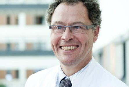 Priv.-Doz. Dr. med. Gerian Grönefeld, Mitglied im Wissenschaftlichen Beirat der Deutschen Herzstiftung, Leiter der 1. Medizinischen Abteilung für Kardiologe an der Asklepios Klinik Barmbek in Hamburg (Foto: Asklepios)