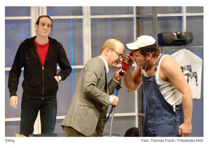 Sebastian Winkler (Sozialarbeiter Frank); Till Schmidt (Elling); Kai Windhövel (Kjell Bjarne) (Foto: Fotostudio m42 / Thomas Frank)